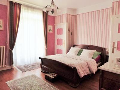MOIRANS-en-MONTAGNE 39260 JURA Proche Lacs vends Belle Villa 290m²env. possibilité 2 à 3 logements, Chambre parentale 19.50m²env. avec dresing et salle de bains