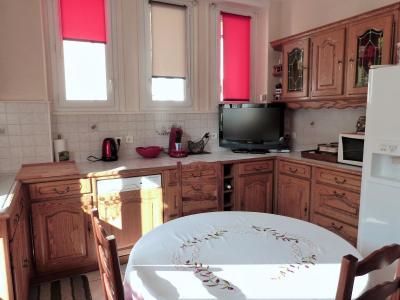 MOIRANS-en-MONTAGNE 39260 JURA Proche Lacs vends Belle Villa 290m²env. possibilité 2 à 3 logements, Cuisine équipée 14.50m²env.