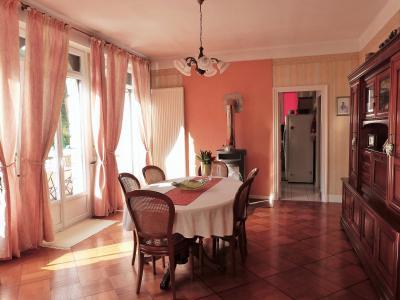 MOIRANS-en-MONTAGNE 39260 JURA Proche Lacs vends Belle Villa 290m²env. possibilité 2 à 3 logements, Séjour côté salle à manger ouvrant sur balcon