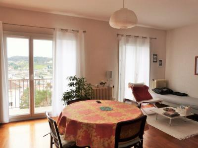 LONS-LE-SAUNIER 39000 JURA proche centre Vends appartement 90m²enV ascenseur balcon vue imprenable, Séjour avec 2 porte-fenêtre sur balcon