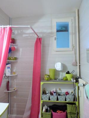 LONS-LE-SAUNIER 39000 Jura Centre vends APPARTEMENT T3 de 62m²env. - récemment rénové - balcon, Salle de bains avec fenêtre donnant dans cellier