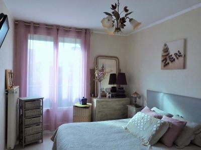 LONS-LE-SAUNIER 39000 Jura Centre vends APPARTEMENT T3 de 62m²env. - récemment rénové - balcon, Chambre de 10.70m²env. avec placard mural