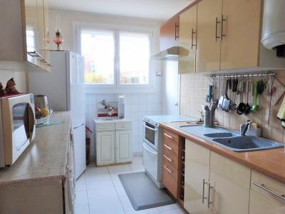 LONS-LE-SAUNIER 39000 Jura Centre vends APPARTEMENT T3 de 62m²env. - récemment rénové - balcon, Cuisine aménagée avec cellier