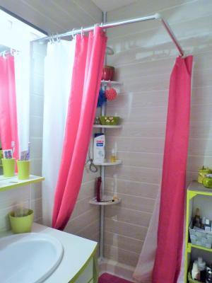 LONS-LE-SAUNIER 39000 Jura Centre vends APPARTEMENT T3 de 62m²env. - récemment rénové - balcon, Salle de bains avec douche et lavabo