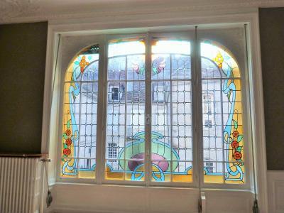 ORGELET 39 JURA centre BELLE MAISON de VILLE rénovation contemporaine - garage -terrasses - jardin, Fenêtre vitrail signé