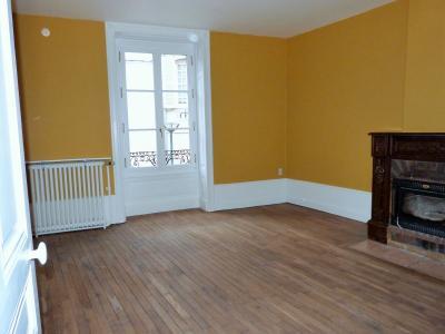 ORGELET 39 JURA centre BELLE MAISON de VILLE rénovation contemporaine - garage -terrasses - jardin, Salon avec cheminée foyer fermé