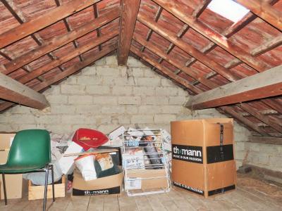 LONS-LE-SAUNIER 3900O Vends MAISON indépendante 60m²env.+sous-sol+garage 70m²env. terrain 650m²env., Combles