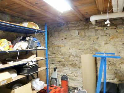LONS-LE-SAUNIER 3900O Vends MAISON indépendante 60m²env.+sous-sol+garage 70m²env. terrain 650m²env., En rerz-de-chaussée: cave, atelier-rangement