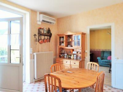 LONS-LE-SAUNIER 3900O Vends MAISON indépendante 60m²env.+sous-sol+garage 70m²env. terrain 650m²env., Entrée sur cuisine