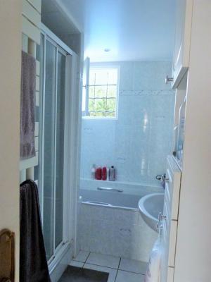 LONS LE SAUNIER 39000 JURA Vend grande MAISON INDEPENDANTE 2 appartements idéale PROFESSIONNEL., Plain-pied: salle de bains