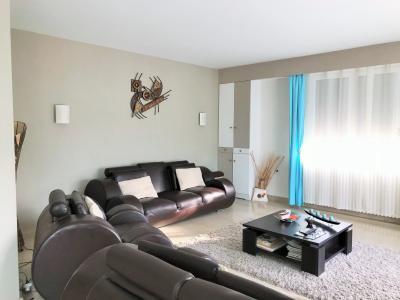 LONS LE SAUNIER 39000 JURA Vend grande MAISON INDEPENDANTE 2 appartements idéale PROFESSIONNEL., Etage: séjour-salon lumineux