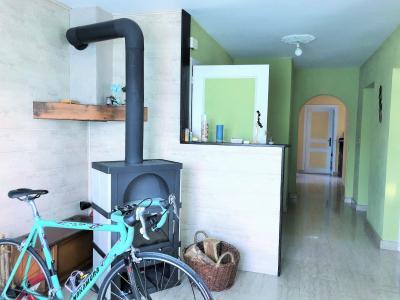 LONS LE SAUNIER 39000 JURA Vend grande MAISON INDEPENDANTE 2 appartements idéale PROFESSIONNEL., Etage: entrée ouverte sur salon-séjour