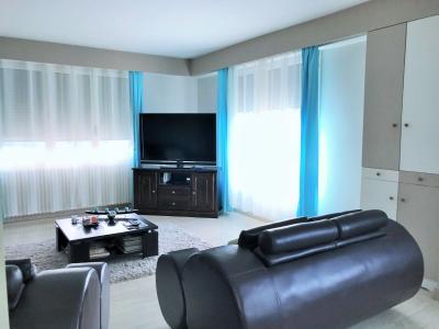 LONS LE SAUNIER 39000 JURA Vend grande MAISON INDEPENDANTE 2 appartements idéale PROFESSIONNEL., Etage :Bel espace salon-séjour