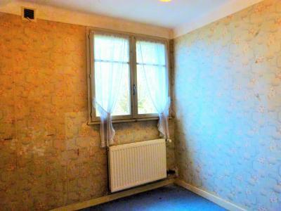 LONS-LE-SAUNIER 39 Jura 10km à vendre Maison indépendante 85m²env., 3 chambres sur terrain 840m²env., Etage: salle de bains -douche et vasque -