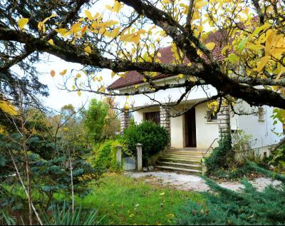 LONS-LE-SAUNIER 39 Jura 10km à vendre Maison indépendante 85m²env., 3 chambres sur terrain 840m²env., Etage: Chambre 3