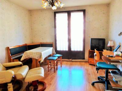 LES ROUSSES 39220 JURA à vendre APPARTEMENT 34.91m²- 1 chambre- dans copropriété bien située., Pièce de vie avec porte-fenêtre sur balcon
