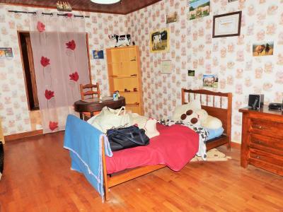 ORGELET JURA Vends Maison 100m²env. et grandes dépendances attenantes sur terrain 477m²env., étage: chambre 3