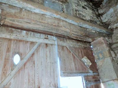 ORGELET JURA Vends Maison 100m²env. et grandes dépendances attenantes sur terrain 477m²env., Grange