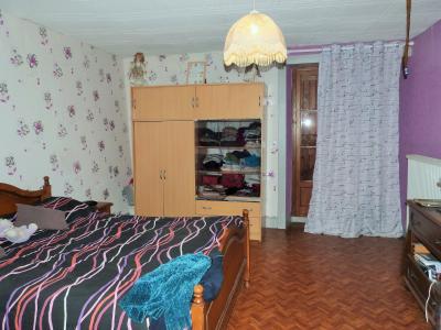 ORGELET JURA Vends Maison 100m²env. et grandes dépendances attenantes sur terrain 477m²env., étage: chambre 2