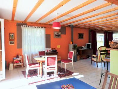 Axe LONS-le-SAUNIER / ORGELET 39 Vends Maison ossature bois 2003 de 135m²env sur terrain 1630m²env, Pièce de vie de 48.77 m²env.
