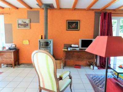 Axe LONS-le-SAUNIER / ORGELET 39 Vends Maison ossature bois 2003 de 135m²env sur terrain 1630m²env, Belle pièce de vie lumineuse