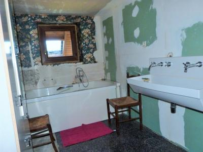 BLETTERANS 39140 JURA Vends belle bâtisse de caractère 227m²env -3 chambres - sur 2800m² env., Etage Salle de bains -baignoire balnéo -