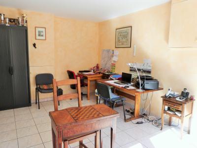 LONS-LE-SAUNIER 39000 JURA à 10 mn Vends MAISON 355 m²env.- 6 chambres, terrasse, jardin, 2 garages., CHAMBRE 1