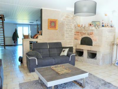 LONS-LE-SAUNIER 39000 JURA à 10 mn Vends MAISON 355 m²env.- 6 chambres, terrasse, jardin, 2 garages., MAISON SUR TERRAIN 900m² env.