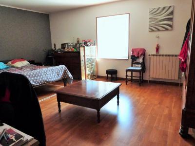LONS-LE-SAUNIER 39000 JURA à 10 mn Vends MAISON 355 m²env.- 6 chambres, terrasse, jardin, 2 garages., SALLE A MANGER SEMIE OUVERTE SUR CUSINE