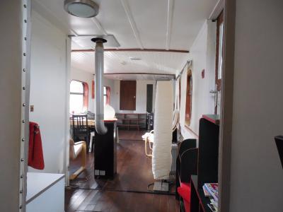 Dole, 39100, Péniche chambre d?hôte, appartement  en parfait état, emplacement idéal.,