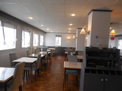 DOLE, 39100, Hotel restaurant 9 clefs, salle a manger 60 personnes, bar, terrasses, parking.,