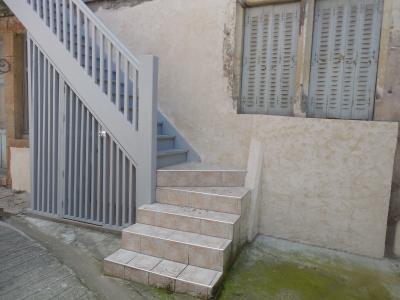AUXONNE, 21130 Appartement de 88 m², 2 chambres salon, cuisine, restauration récente, centre ville, escalier + local poubelle