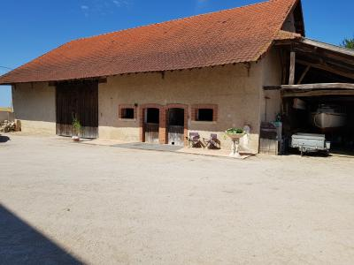 ST JEAN DE LOSNE, à vendre Maison de maître de 250 m², 3 chambres, grange de 250 m², parfait état., entrée