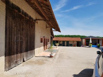 ST JEAN DE LOSNE, à vendre Maison de maître de 250 m², 3 chambres, grange de 250 m², parfait état., vue des prés