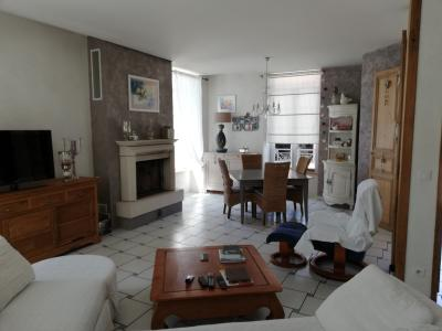 ST JEAN DE LOSNE, à vendre Maison de maître de 250 m², 3 chambres, grange de 250 m², parfait état., salon