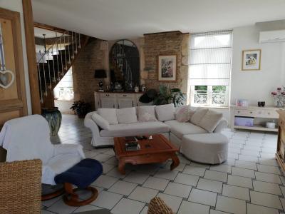 ST JEAN DE LOSNE, à vendre Maison de maître de 250 m², 3 chambres, grange de 250 m², parfait état., accès étage