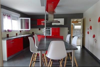 DOLE, à vendre maison contemporaine de 3 chambres, piscine, terrain 8000 m² rapport locatif attenant,