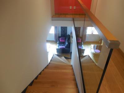 DOLE, 39100  Maison en pierre, très bonne qualité, 4 chambres, 2500 m² de terrain clos et piscine.,