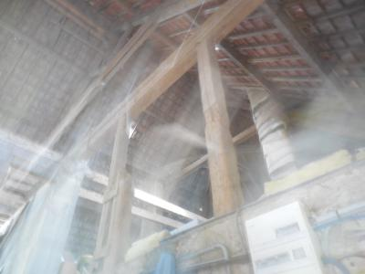 Proche de Dole vends ancienne ferme rénovée en gîte, 5 chambres, piscine, jardin, verger.,