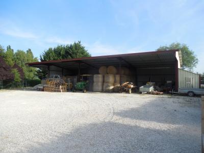 Dole, exploitation agricole, VENDS 1500 m² de SERRES et hangar de 200 m² sur 9000 m² bon état.,