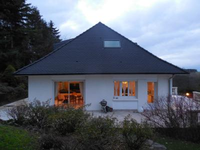 DIJON (21000) à vendre maison 5 chambres quartier résidentiel, dominante, piscine, beau terrain.,