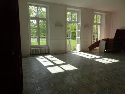Dole, 39100, Appartement 116 m² plain pied, rez de jardin dans petite copro, 2 chambres,