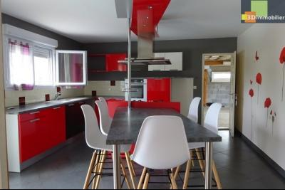 DOLE, à vendre Maison contemporaine, 3 chambres, piscine enterrée, terrain 6600 m².,
