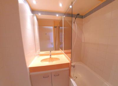 Théoule sur Mer (06 Alpes Maritimes), appartement vue mer en duplex, dernier étage avec terrasse, salle de bains