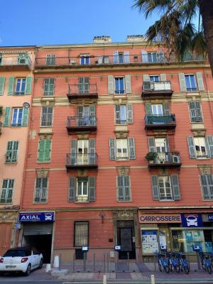 Nice centre (06 Alpes Maritimes), à vendre studios (2) dernier étage proche Garibaldi/Acropolis, immeuble boulevard Risso