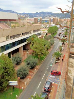 Nice centre (06 Alpes Maritimes), à vendre studios (2) dernier étage proche Garibaldi/Acropolis, situation boulevard Risso