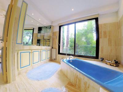 Villa (180m2) avec piscine et vue mer panoramique, proche plages, jardin 1500m2, exposition sud, salle de bains