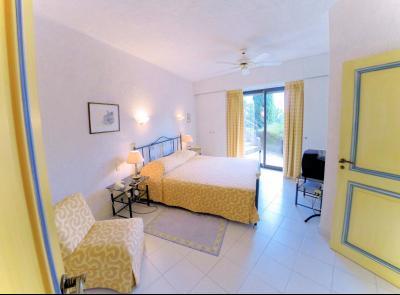 Villa (180m2) avec piscine et vue mer panoramique, proche plages, jardin 1500m2, exposition sud, chambre 2