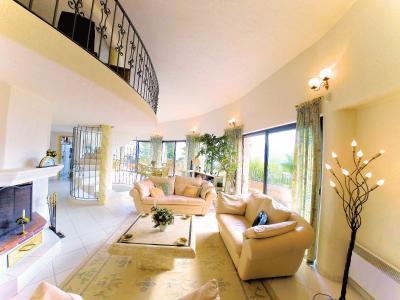 Villa (180m2) avec piscine et vue mer panoramique, proche plages, jardin 1500m2, exposition sud, salon-séjour