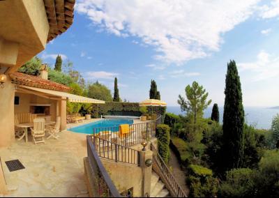 Villa (180m2) avec piscine et vue mer panoramique, proche plages, jardin 1500m2, exposition sud, extérieurs
